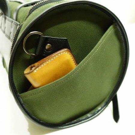 バッグサイドのZIP側のみ小物用のポケット