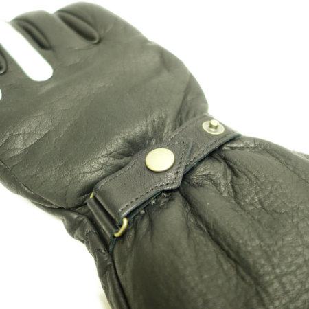 手首には調整のベルト。