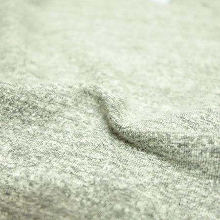 旧式のシンカー編み機で作られた柔らかな素材