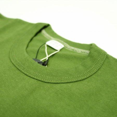 2本針縫製のバインダーネック